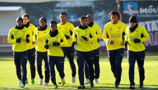 Ecuador ya entrena en Santiago. Foto: EFE.