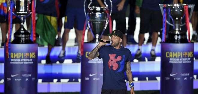 Dani Alves tiene una oferta del Barcelona para continuar su carrera en el club catalán.