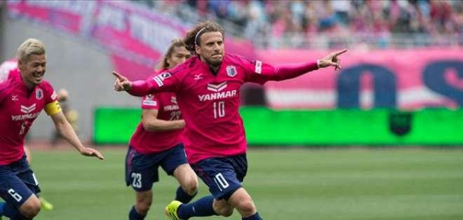 Diego Forlán llegó en el 2014 al club japonés y una vez culminado su contrato decidió no renovar.