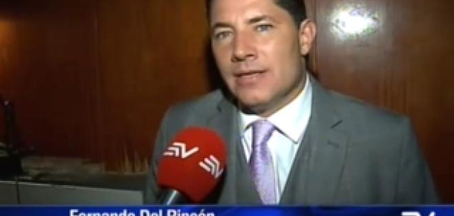 GUAYAQUIL.- El periodista Fernando del Rincón asistió al  encuentro y dio su lectura al respecto.  Fotos: Captura Video.