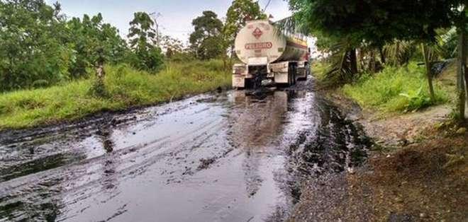 PUTUMAYO, Colombia.- Este lunes las FARC obligó a transportistas a derramar unos 200.000 galones de crudo en una zona rural.