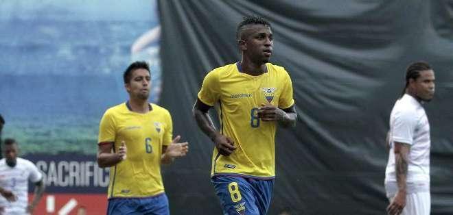 El jugador ecuatoriano Miller Bolaños durante partido amistoso contra Panamá el 6 de junio 2015 en Guayaquil, Ecuador.