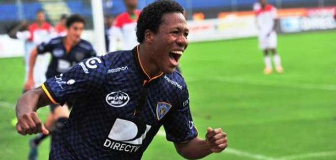 Un impedimento para salir del país puso en preocupación a la dirigencia del fútbol ecuatoriano.
