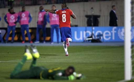 Vidal anotó de penal la apertura del marcador. Foto: EFE.