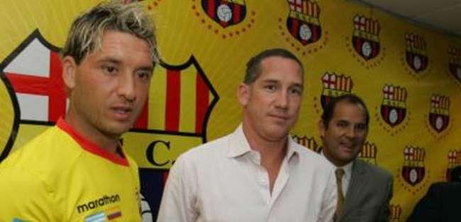 Zárate no cumplió con las expectativas y salió del equipo tras un acuerdo con Eduardo Maruri.