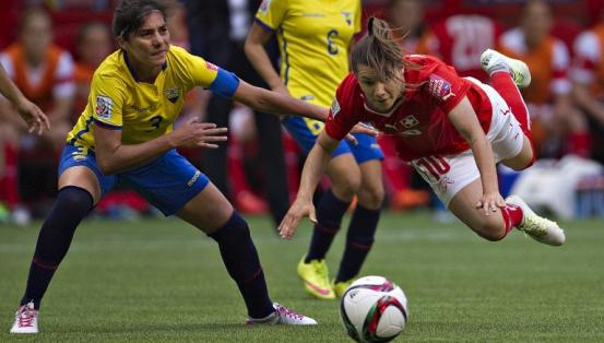 Ramona Bachman fue puntal en Suiza para la goleada. Foto: AFP.