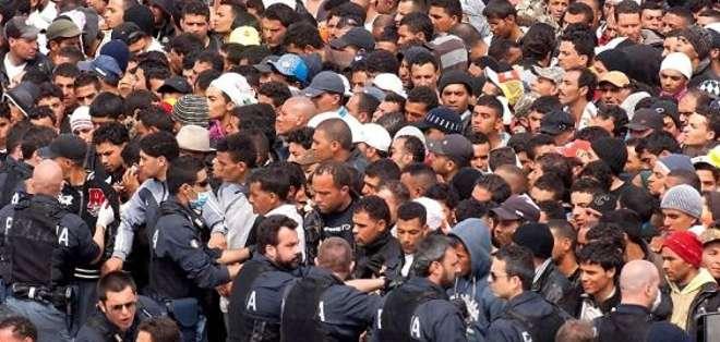 ITALIA.- Más de 50.000 personas desembarcaron desde el inicio del año 2015 en las costas italianas. Foto Referencial Web.