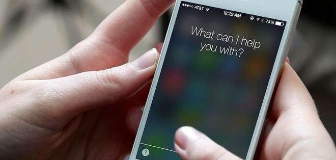 REPÚBLICA CHECA.-  El experto Jan Soucek señala que este error de software permite a los hackers quedarse con las contraseñas de los usuarios de iPhone y iPad. Foto: Web.