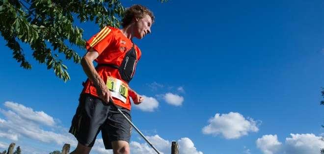 Un joven atleta casi ciego fue el primero en el mundo en completar un trail. Foto: AFP