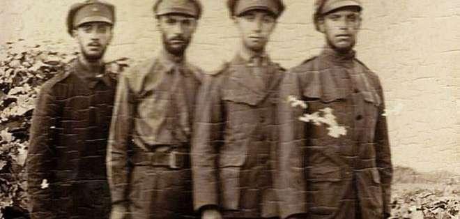 Esta imagen, probablemente de 1933, muestra a cuatro de los Campero: Raúl, Carlos, Julio y Fernando.