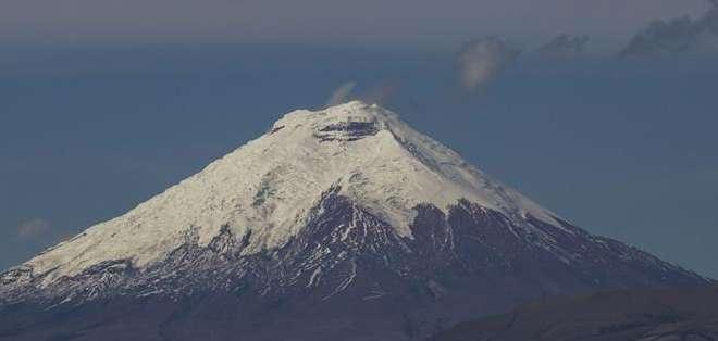 Este lunes el volcán ha presentado una permanente vibración. Fotos: EFE.