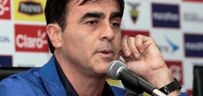 El argentino-boliviano, Gustavo Quinteros, se mostró preocupado por la actitud del equipo en el terreno de juego.