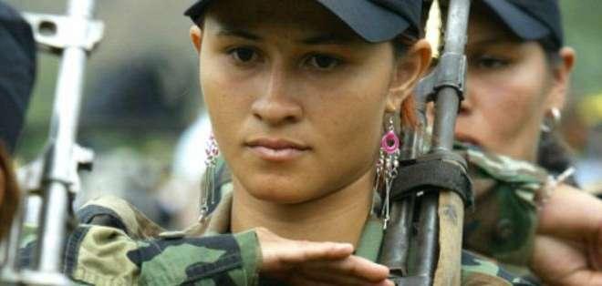Ya sea que pertenezcan a grupos guerrilleros, organizaciones terroristas u otros grupor armados, Las mujeres no son extrañas a la violencia política. Pero a la sociedad le cuesta reconocerlo.
