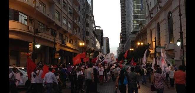 GUAYAQUIL.- Los protestantes aseguran que las movilizaciones seguirán y que están preparando el paro nacional. Fotos: Cortesía @cesarvelastegui.