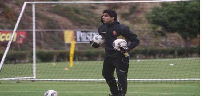 Por problemas con el cuerpo técnico, el portero Damián Lanza no seguirá en Barcelona.