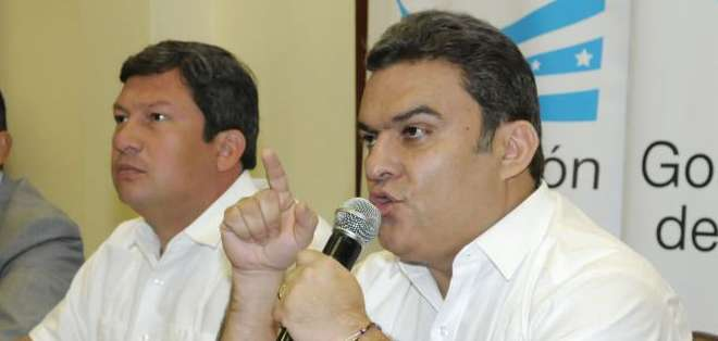 GUAYAQUIL, Ecuador.- Según el ministro Serrano (d), los informes de Inteligencia determinan que grupos opositores preparan desmanes. Foto: API