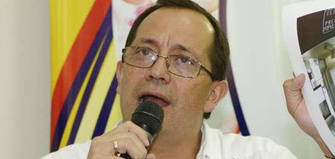 QUITO, Ecuador.- David Acurio tuvo que abandonar la Asamblea de Médicos ante la reacción negativa de los galenos. Foto: Archivo