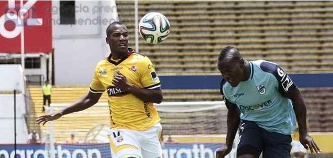 Penilla inició su carrera en Caribe Junior.