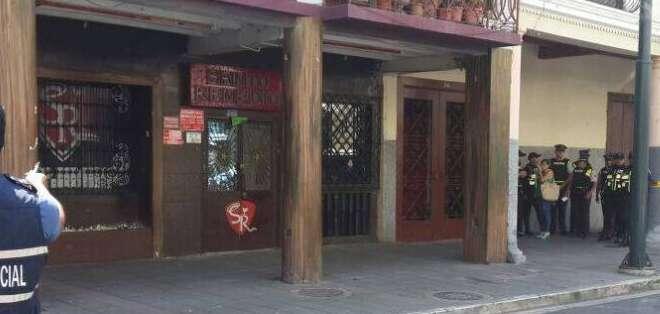 GUAYAQUIL, Llegaron a la discoteca ubicada en las calles Panamá e Imbabura para revisar el sistema de videovigilancia que tiene el local. Fotos: Bessy Granja