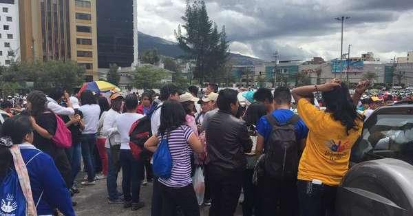 QUITO, Ecuador.- El parque Samanes y la autopista Simón Bolívar, en la capital, registran los primeros movimientos. Fotos: Ecuavisa