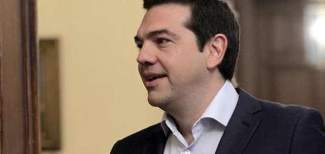 GRECIA. Fuentes del Gobierno citadas por los medios locales, señalaron que Tsipras se lo anunció a Merkel en una conversación telefónica que mantuvieron ambos. Fotos: Archivo