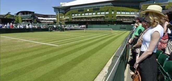 Este martes se guardó un minuto de silencio antes de iniciar la jornada en Wimbledon.