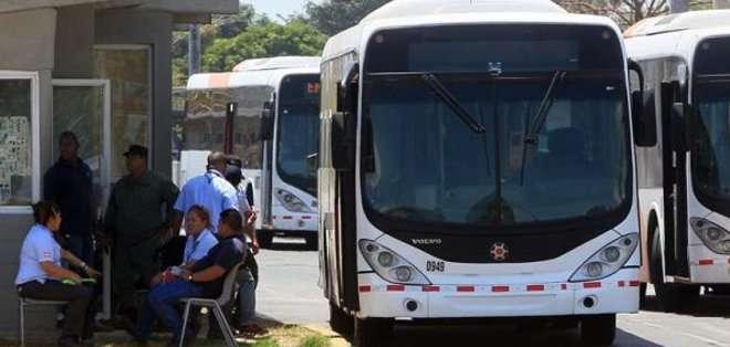 PANAMÁ. Algunos efectivos policiales han comenzado a manejar los autobuses para brindar el servicio, según señalaron los huelguistas. Fotos: Archivo