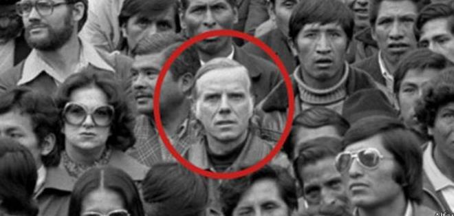 Luís Espinal apoyaba la democracia y las causas sociales. En esta foto marcha junto a mineros y gente de la industria fabril boliviana, en enero de 1979.