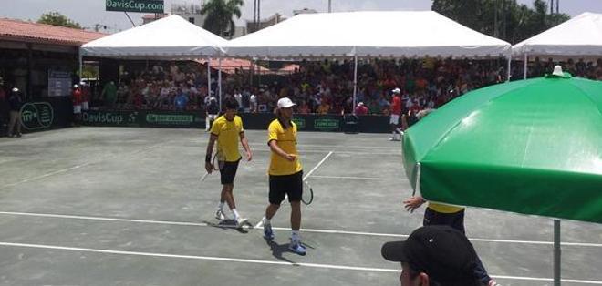 La dupla Estrella -Hernández  se impuso ante  Emilio Gómez y Roberto Quiroz. Foto: Twitter Federación Ecuatoriana de Tenis. Foto: Twitter Kenny Castro.