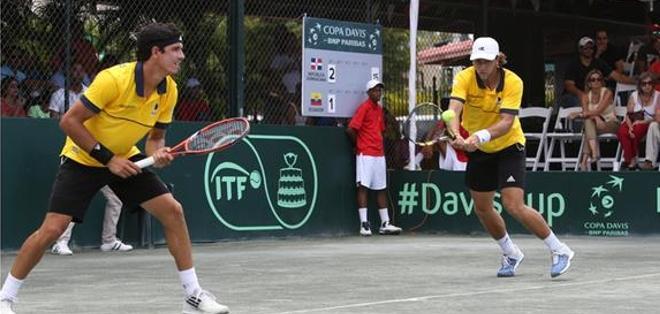 La dupla Estrella -Hernández  se impuso ante  Emilio Gómez y Roberto Quiroz. Foto: Twitter Federación Ecuatoriana de Tenis.