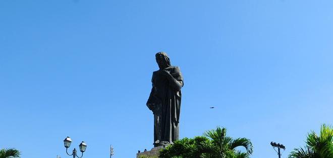 ECUADOR.- Desde 1973,la escultura del Corazón de Jesús, con 27 de metros de altitud, es el guardián de la ciudad. Foto: Archivo