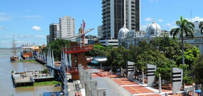 ECUADOR.- El malecón Simón Bolívar de Guayaquil es el sitio turístico más visitado en la urbe. Foto: Archivo
