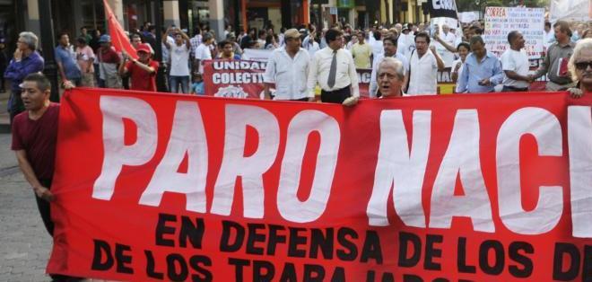 ECUADOR.- Un grupo de médicos del país se ha sumado a las marchas que se aglutinarán en el paro nacional. Foto de la marcha del 2 de julio en Guayaquil de API