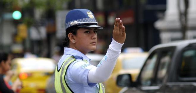 GUAYAQUIL, Ecuador.- Los agentes municipales iniciaron el control del tránsito en Guayaquil este 1 de agosto. Foto: API