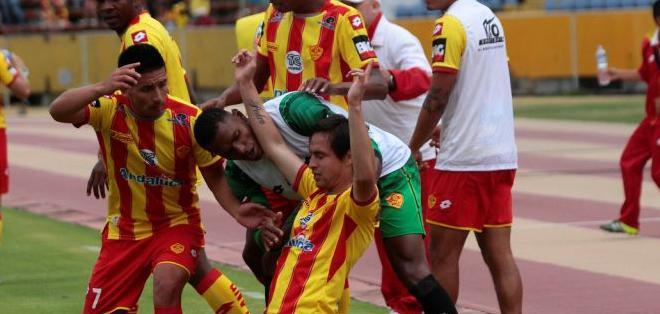 Bustamante celebrando el gol. Foto: API.