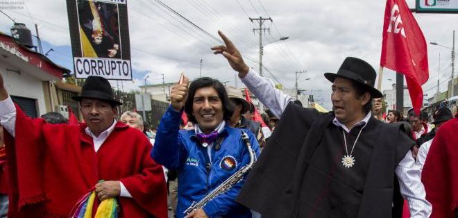 ECUADOR.- Los caminantes partieron ayer de Riobamba, llegaron a Ambato y descansaron en la vecina localidad indígena de Salasaca. Foto: API