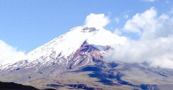 El Instituto Geofísico reportó caída de cenizas al sur de Quito y en Machachi. Foto: Secretaría de Gestión de Riesgos