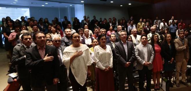 QUITO, Ecuador.- Las autoridades previo al inicio del sexto diálogo por la equidad y la justica, en la Asamblea Nacional. Foto: API