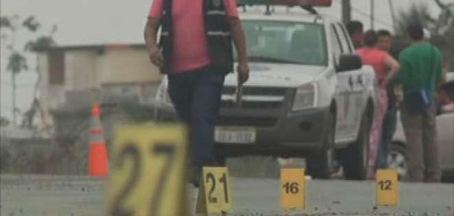 EL TRIUNFO.- El cuartel distrital del cantón El Triunfo recibió 29 impactos de bala el fin de semana. Fotocaptura del video