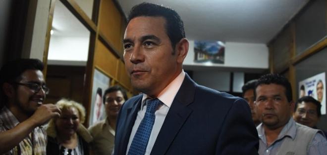 CIUDAD DE GUATEMALA, Guatemala.- El comediante Jimmy Morales se medirá en segunda vuelta con candidato a definir. Foto AFP