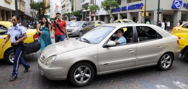 GUAYAQUIL, Ecuador.- Desde este 1 de octubre, está prohibido bloquear las intersecciones vehiculares. Foto: API