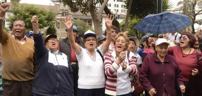 ECUADOR.- Los jubilados de oposición anunciaron que continuarán con plantones cada 15 días. Foto: Archivo