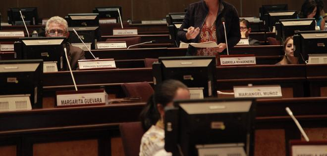 QUITO, Ecuador.- Gabriela Rivadeneira puso fin a la sesión tras más de 9 horas de debate. Foto: Asamblea Nacional