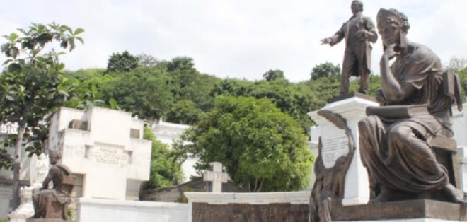 GUAYAQUIL, Ecuador.- Mausoleos, monumentos, sarcófagos, edículos, bóvedas, nichos, estatuas y puertas de ingreso acompañan el descanso de los seres enterrados en este lugar. Foto: Junta de Beneficencia de Guayaquil.