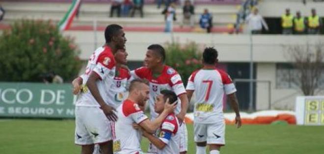 El primer plantel de Liga de Loja llegó a un acuerdo con la dirigencia y viajaron a Guaranda.