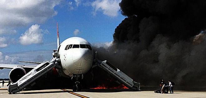 El avión de la compañía  Dynamic Airways dejó al menos siete personas heridas. Foto: AFP