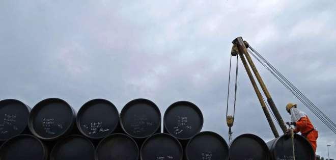 """ECUADOR.- """"El petróleo es un factor detonante, pero la causa de la crisis es un conjunto de medidas"""", dijo Dahik. Foto: Archivo"""