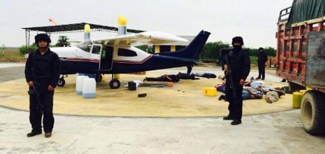 GUAYAQUIL, Ecuador.-  El 30 de noviembre de 2014 la Fiscalía y la Unidad Antinarcóticos incautaron 486 kilos de cocaína a bordo de una avioneta. Foto: Fiscalía.