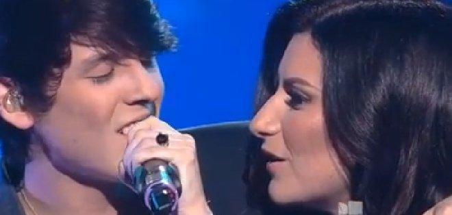 Christopher Vélez cantó con la jueza Laura Pausini el tema 'Víveme'.