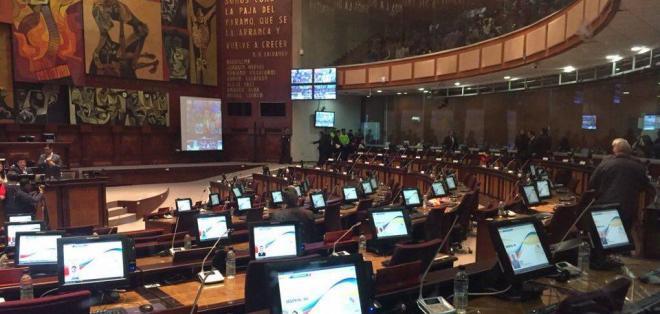 A las 7h00 inicia la jornada en el pleno de la Asamblea para votar las 15 enmiendas. Foto: Paúl Romero
